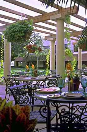 Courtyard Dining at the Omni Mandalay Hotel in Irving
